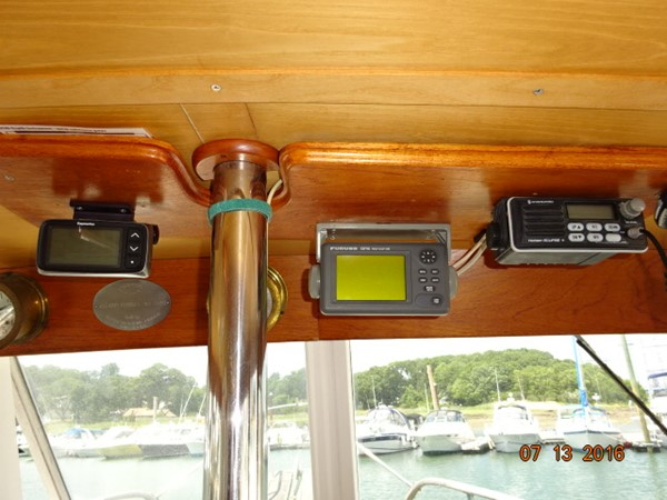 36' Grand Banks lower helm electronics 1978 GRAND BANKS 36 Classic Trawler 1549184