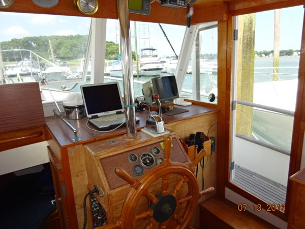 36' Grand Banks lower helm photo1 1978 GRAND BANKS 36 Classic Trawler 1549185