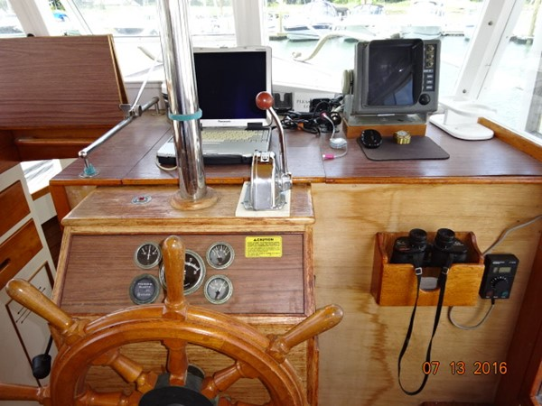 36' Grand Banks lower helm photo2 1978 GRAND BANKS 36 Classic Trawler 1549186