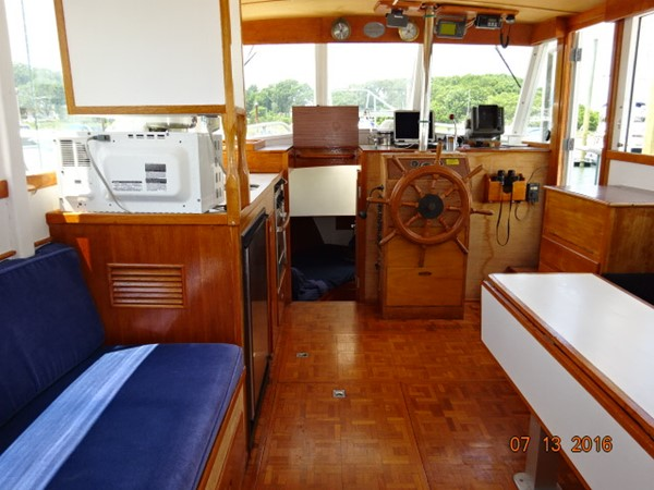 36' Grand Banks salon forward 1978 GRAND BANKS 36 Classic Trawler 1549201