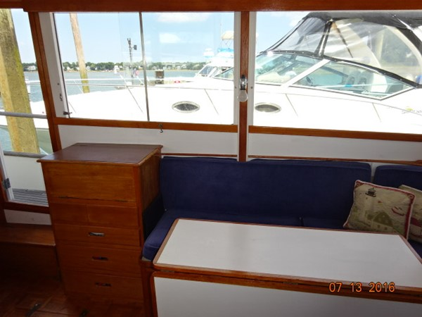 36' Grand Banks salon starboard 1978 GRAND BANKS 36 Classic Trawler 1549204
