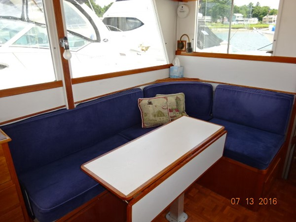 36' Grand Banks salon starboard aft seating 1978 GRAND BANKS 36 Classic Trawler 1549205