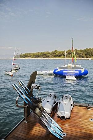 2005 PERINI NAVI  Cruising Sailboat 1557455