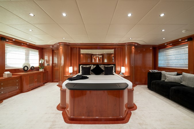 2005 MondoMarine 40 m Semi-Displacement 1890589