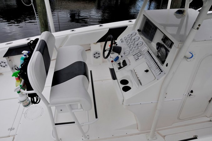 Helm Pedestal Seating 2005 FOUNTAIN Tournament Edition Center Console 1619940
