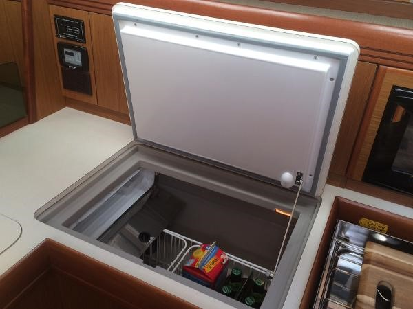 Refrigeration and Freezer 2007 JEANNEAU 42i Cruising/Racing Sailboat 1643754