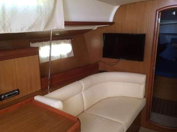 Port Settee and Flat Screen 2007 JEANNEAU 42i Cruising/Racing Sailboat 1643755
