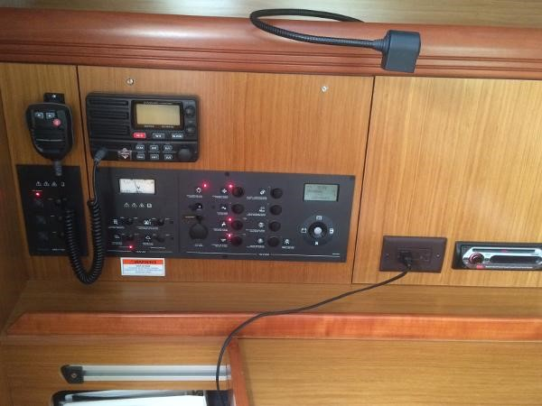 Navigation Table 2007 JEANNEAU 42i Cruising/Racing Sailboat 1643756