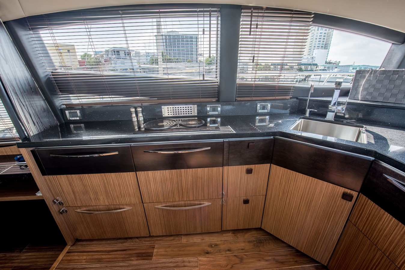 2016 SEA RAY Flybridge  1662619