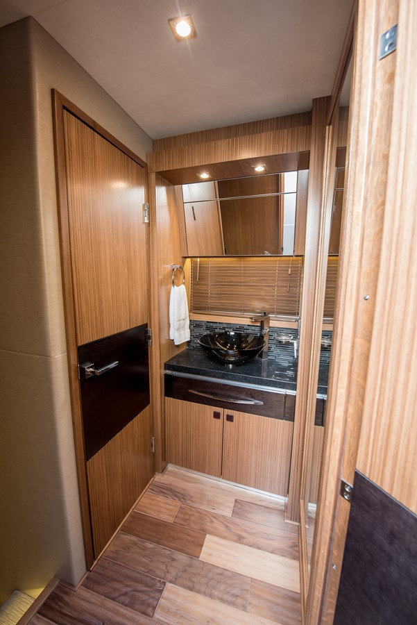 2016 SEA RAY Flybridge  1662631