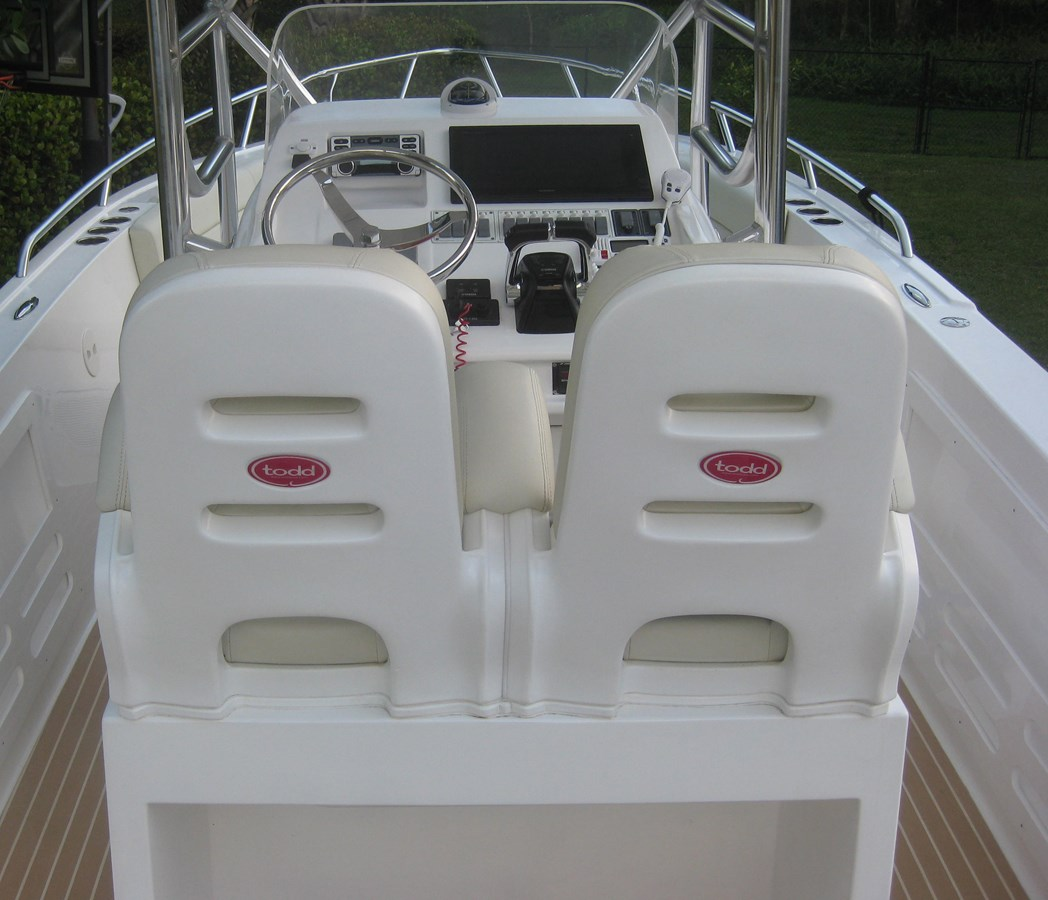 Helm Station Chairs 2017 MOTOMARLIN USA 3200 SF Center Console 1711361
