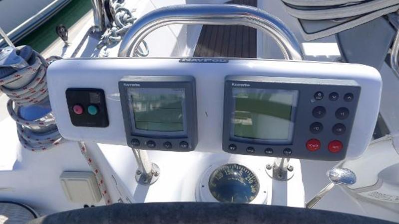 Bow thruster / tri data / autopilot 2008 HUNTER 49 Cruising Sailboat 1657168