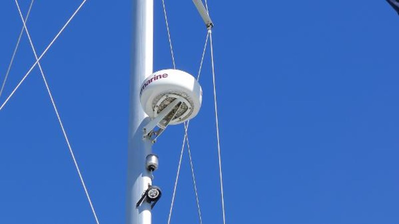 Radar 2008 HUNTER 49 Cruising Sailboat 1657176