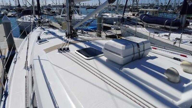 Foredeck 2008 HUNTER 49 Cruising Sailboat 1657177