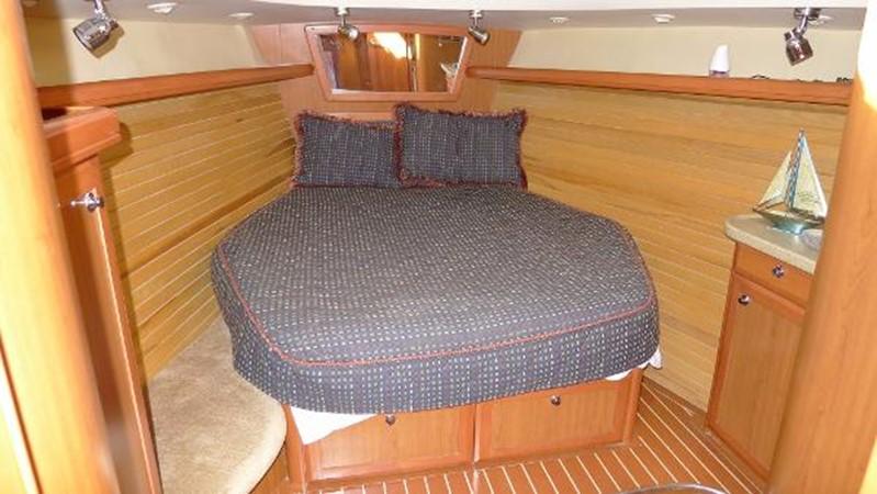 Forward cabin 2008 HUNTER 49 Cruising Sailboat 1657187