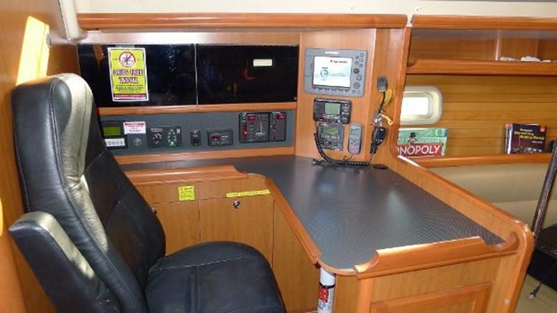Nav station 2008 HUNTER 49 Cruising Sailboat 1657195