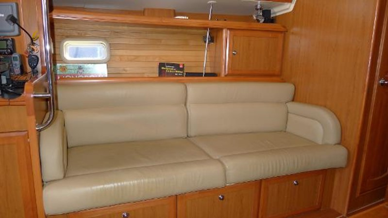 Port side sofa 2008 HUNTER 49 Cruising Sailboat 1657201