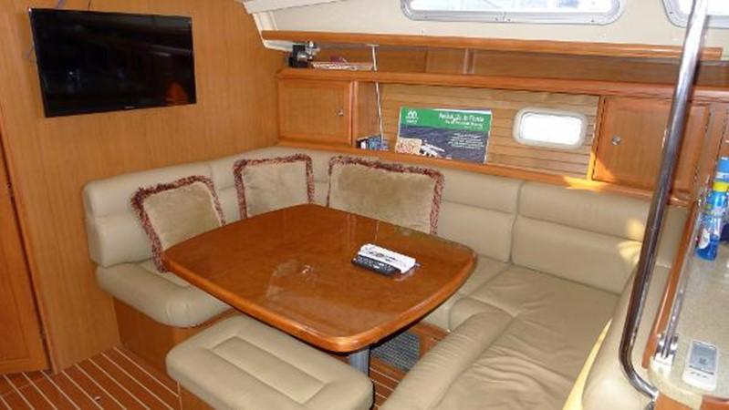 Starboard dinette 2008 HUNTER 49 Cruising Sailboat 1657202