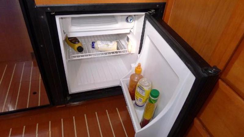 Refrigerator 2 2008 HUNTER 49 Cruising Sailboat 1657207