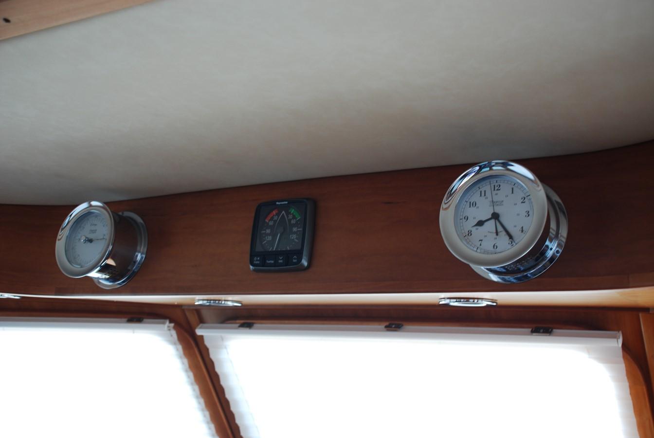 Barometer, Wind & Clock 2010 SABRE YACHTS  Motor Yacht 1670271