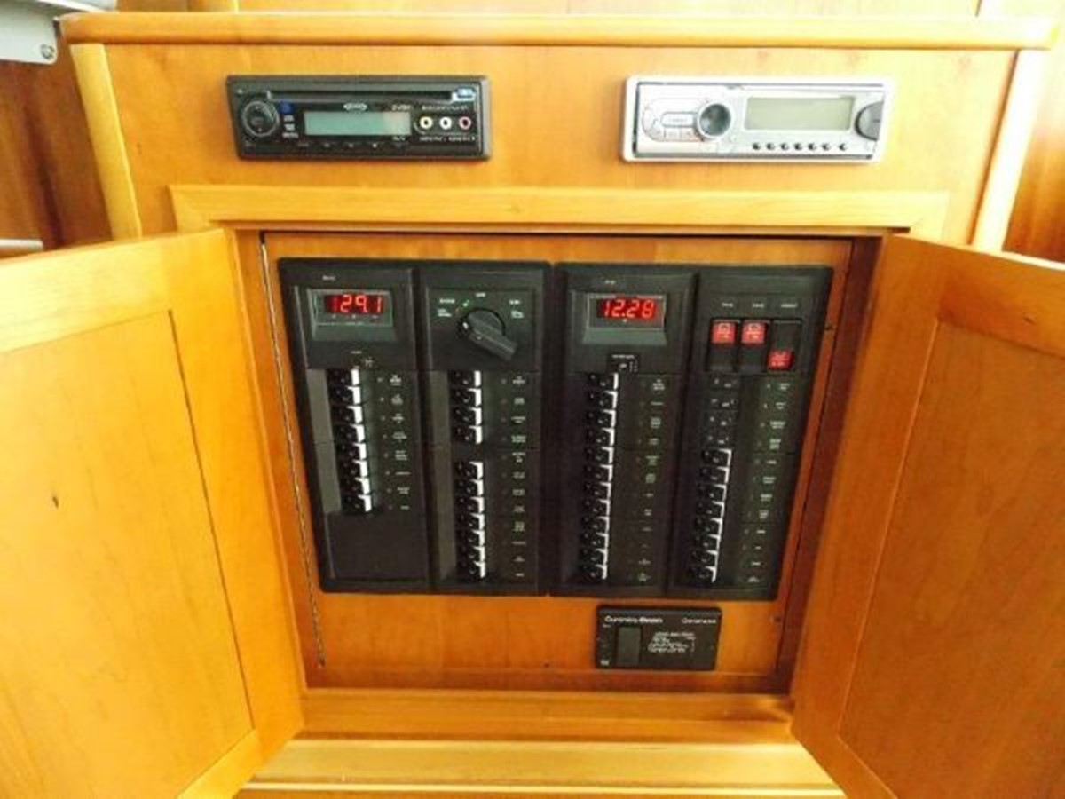 Electrical Panel 2010 SABRE YACHTS  Motor Yacht 1670277