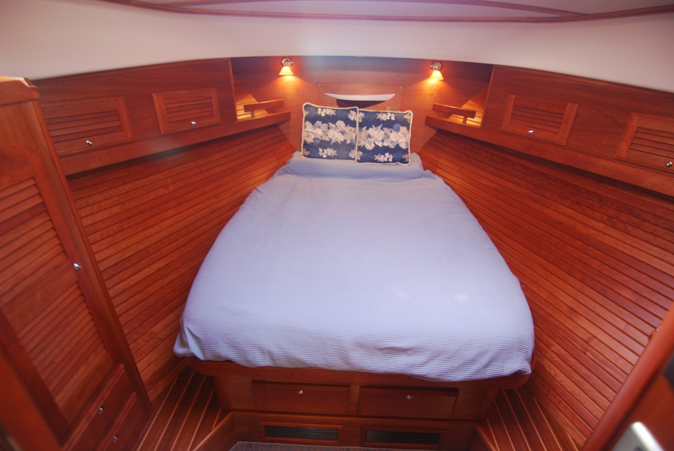 Master Stateroom 2010 SABRE YACHTS  Motor Yacht 1670280