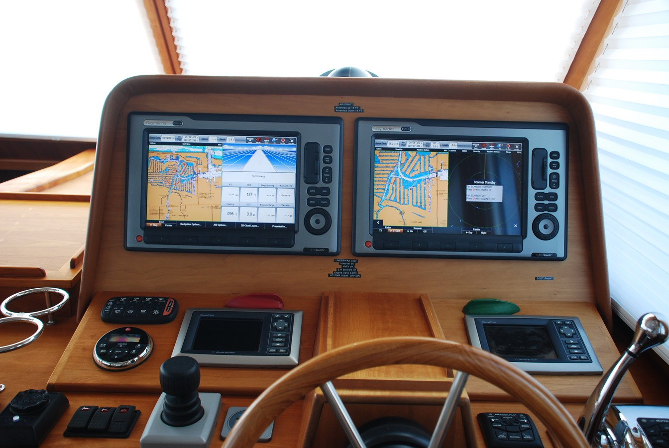 Helm 2010 SABRE YACHTS  Motor Yacht 1670286