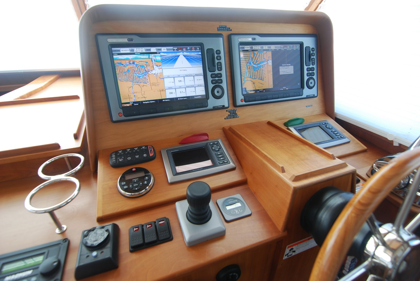 Helm 2010 SABRE YACHTS  Motor Yacht 1670287
