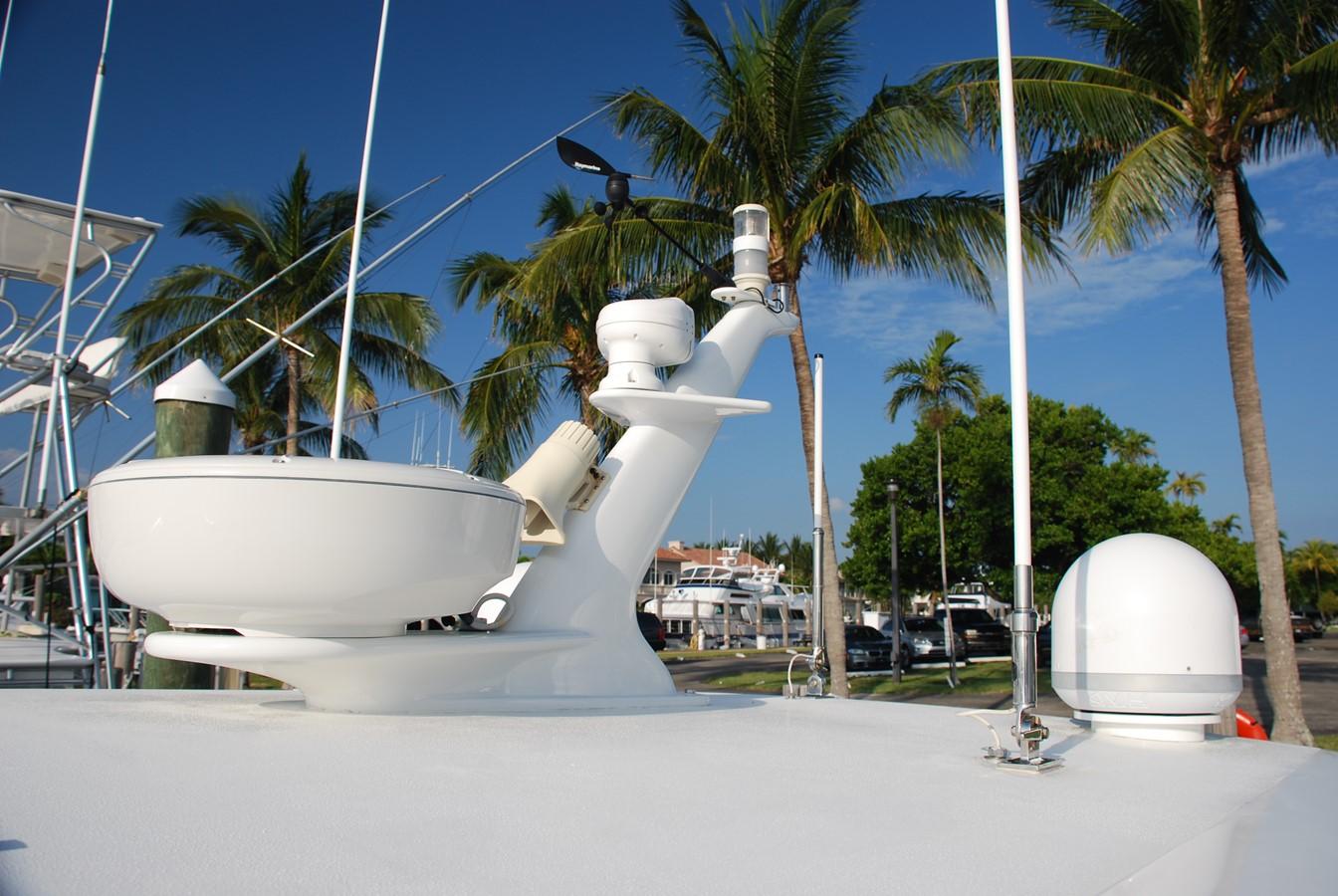 Custom Mast Detail 2010 SABRE YACHTS  Motor Yacht 1670291