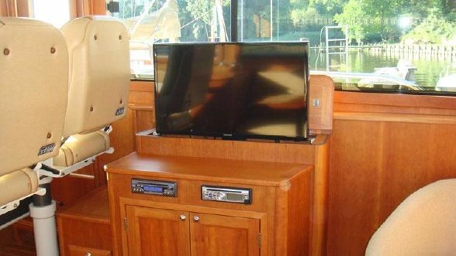 Pop Up TV 2010 SABRE YACHTS  Motor Yacht 1670295