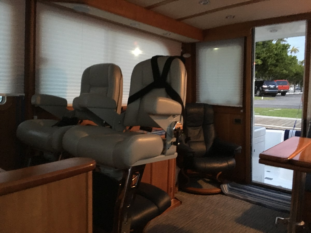 Twin Stidds & Ekornes Chair 2010 SABRE YACHTS  Motor Yacht 1670301