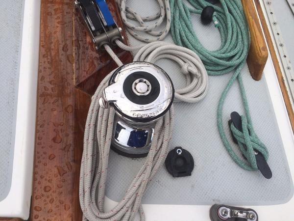 Electric Halyard Winch 1989 CATALINA 38 Cruising/Racing Sailboat 1674515