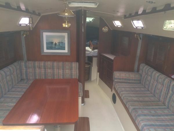 Interior 1989 CATALINA 38 Cruising/Racing Sailboat 1674519
