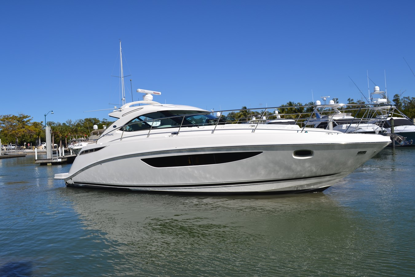 Profile Starboard Side 2015 SEA RAY 410 Sundancer Motor Yacht 1685719
