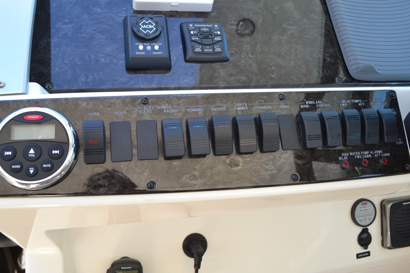Helm Dash and Panel Switches 2015 SEA RAY 410 Sundancer Motor Yacht 1685735