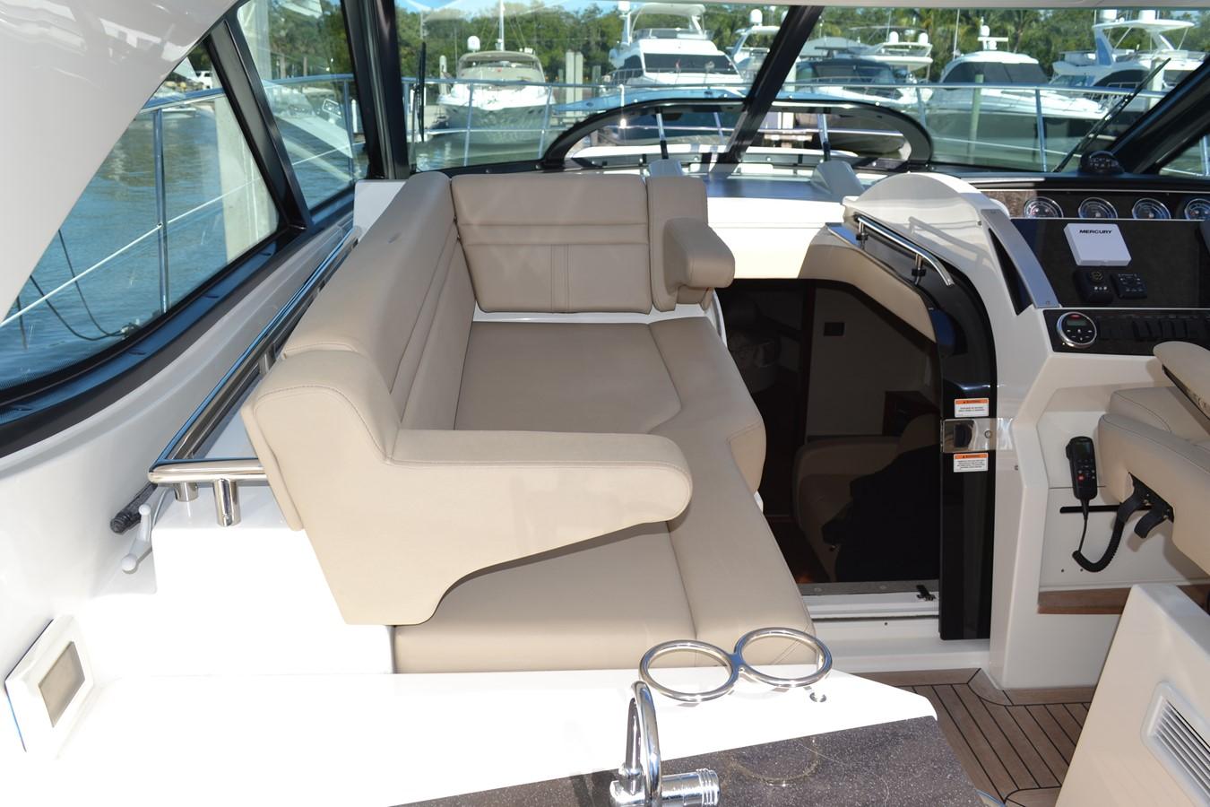 Immaculate Leather soft goods  2015 SEA RAY 410 Sundancer Motor Yacht 1685737