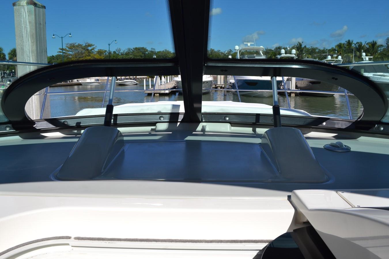 Opening Portholes/Windows  2015 SEA RAY 410 Sundancer Motor Yacht 1685741