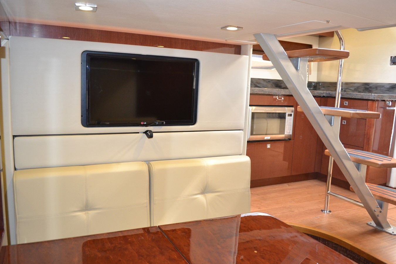2015 SEA RAY 410 Sundancer Motor Yacht 1685759