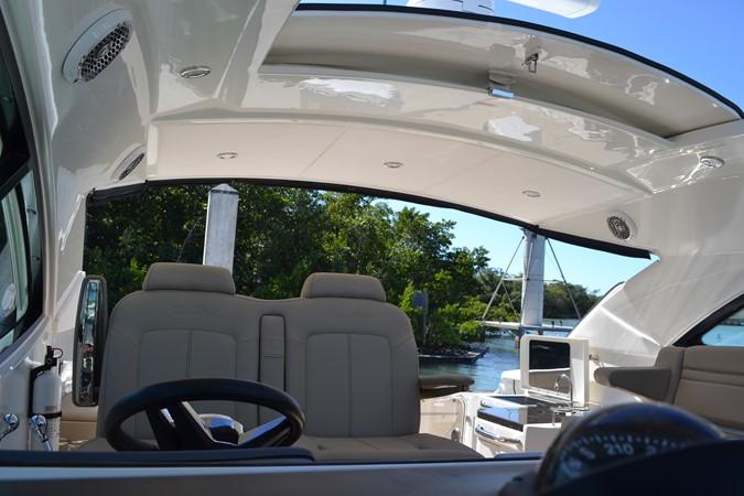 Helm Seats 2015 SEA RAY 410 Sundancer Motor Yacht 1685733