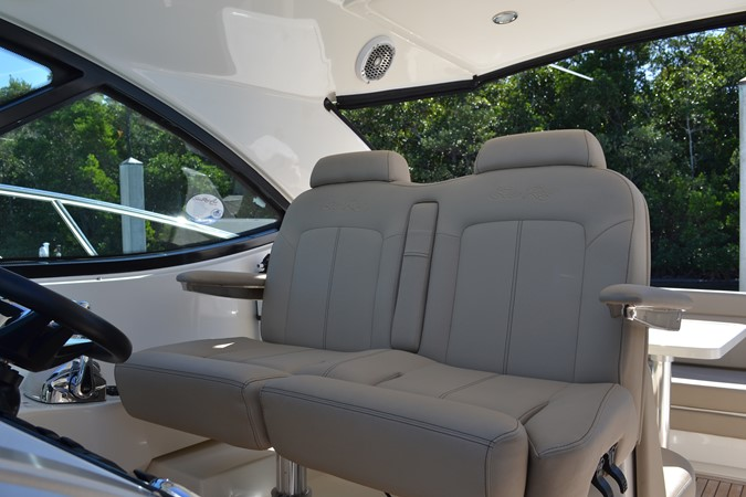 Helm Seats  2015 SEA RAY 410 Sundancer Motor Yacht 1685738