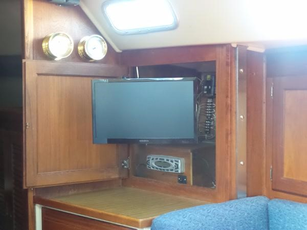 TV and stereo 1983 CATALINA 36 Cruising Sailboat 1759779