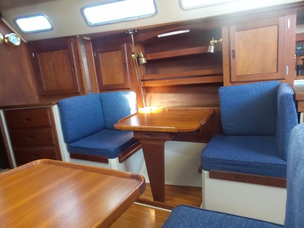 Guest table 1983 CATALINA 36 Cruising Sailboat 1759787