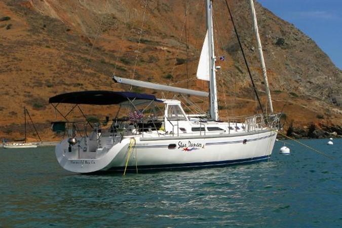On the Mooring 2005 CATALINA Model 400 Cruising Sailboat 1747550