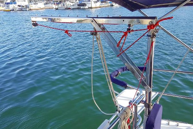 Outboard Hoist 2005 CATALINA Model 400 Cruising Sailboat 1747557