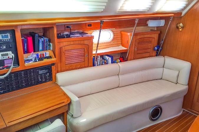 Salon Port Side 2005 CATALINA Model 400 Cruising Sailboat 1747567