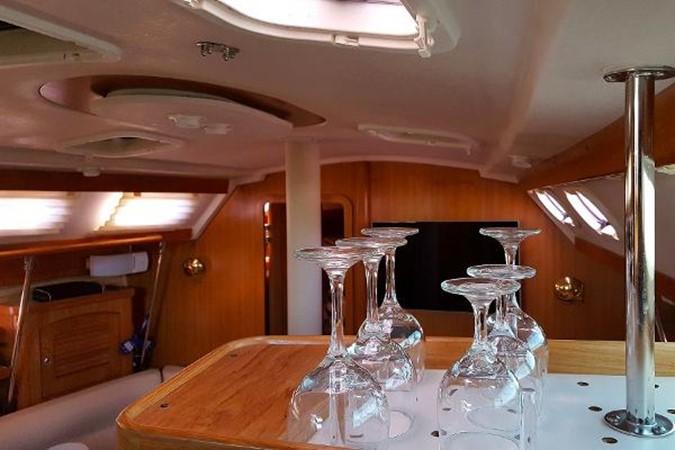 Lots of Light & Ventilation 2005 CATALINA Model 400 Cruising Sailboat 1747569