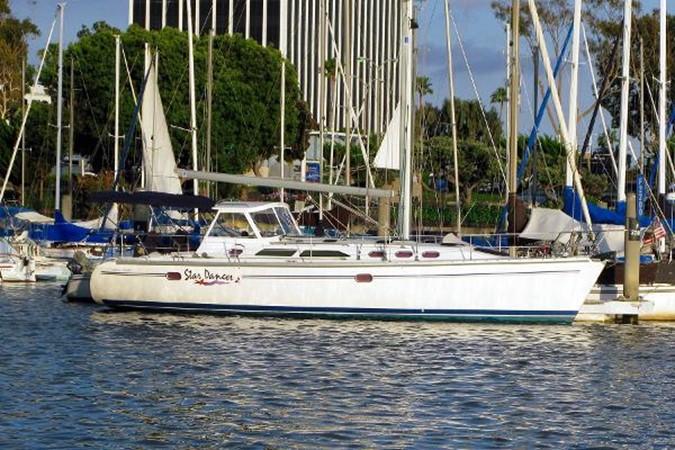 At the Dock 2005 CATALINA Model 400 Cruising Sailboat 1747575
