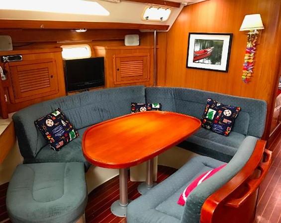 Salon 1997 CATALINA 42 MkII Cruising Sailboat 1748754