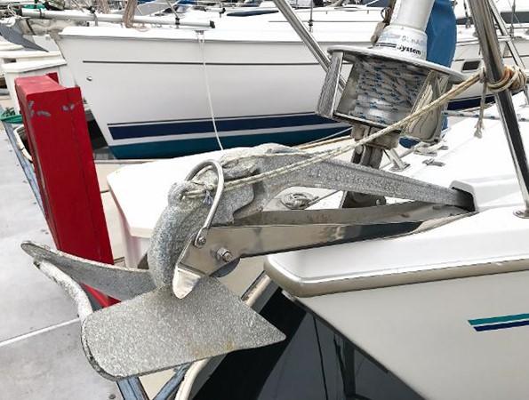 Anchor roller and roller furler 1997 CATALINA 42 MkII Cruising Sailboat 1748757