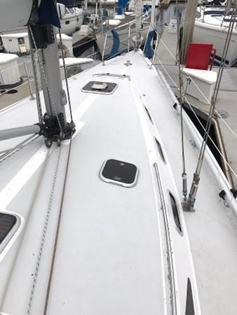 Foredeck 1997 CATALINA 42 MkII Cruising Sailboat 1748759